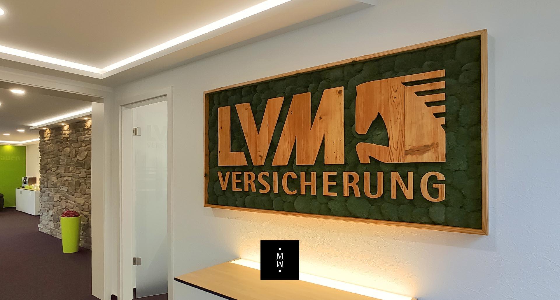 Moosbild Ballenmoos mit Logo aus Holz LVM Versicherungen
