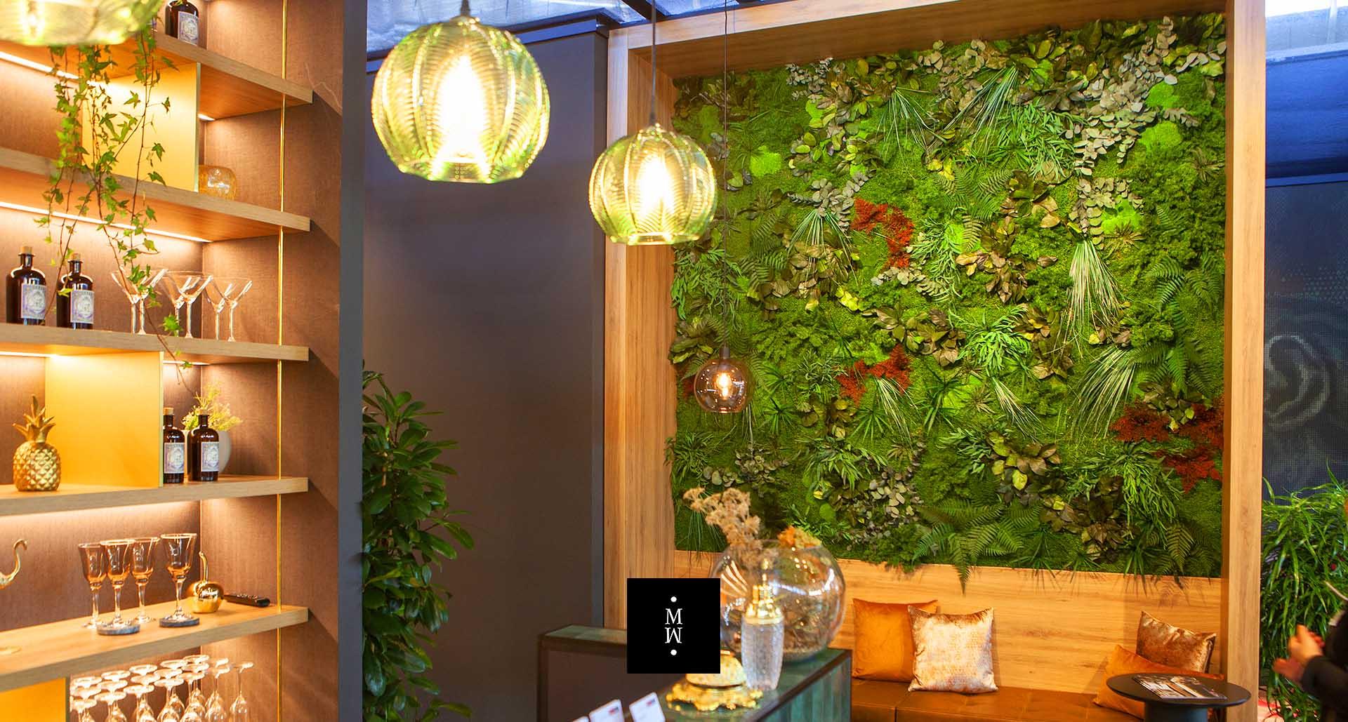 Dschungelmooswand in einer Bar